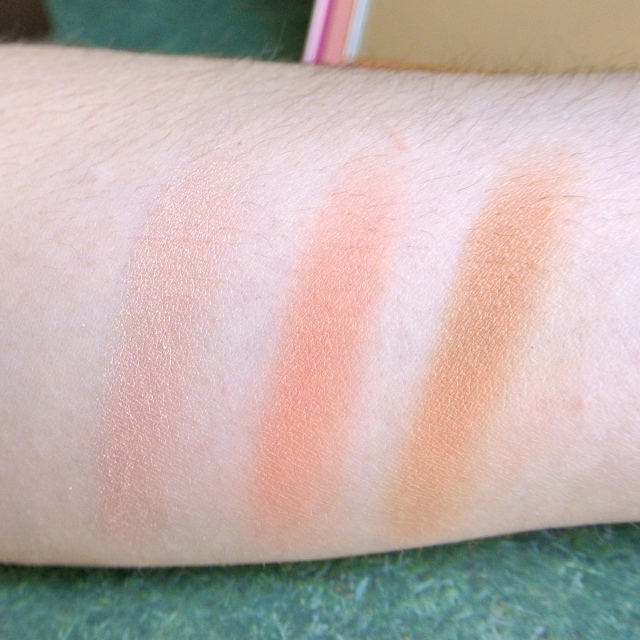 too_faced_sweet_peach_glow_kit_14